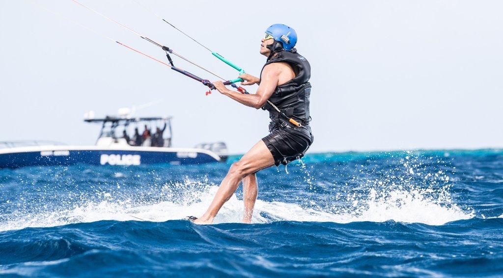 Barack-Obama-Kitesurfing-Caribbean-2017-Pictures