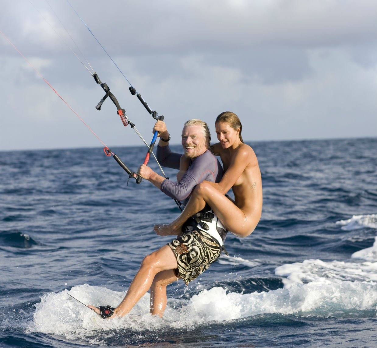 richard_naked_lady_kitesurfing_necker_1